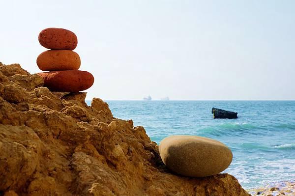 小石堆於柴山秘境海灘