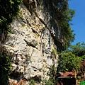 碧水洞後方山壁