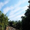 一幅充滿溫暖祝福的鐵道風情畫