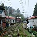 懷舊民房沿鐵道排列