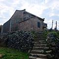 通往石厝的階梯小徑