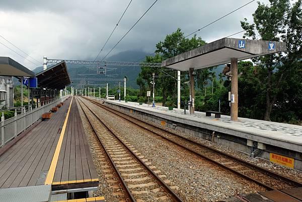 山里車站新建月台