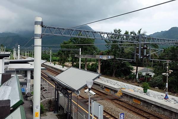 俯瞰山里車站月台