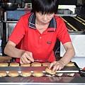 製作紅豆餅翻蓋過程(黃家)