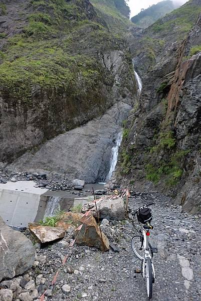 阿禮大崩壁瀑布