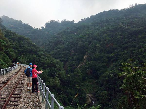 鐵橋對面是獨立山