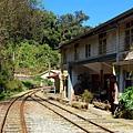 鐵道旁的水社寮驛站