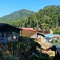 水社寮聚落,遠方為石盤壟山