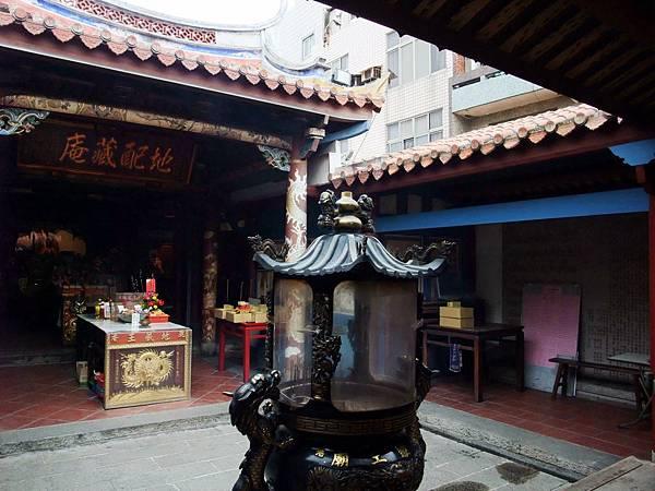 地藏王廟屋簷低矮