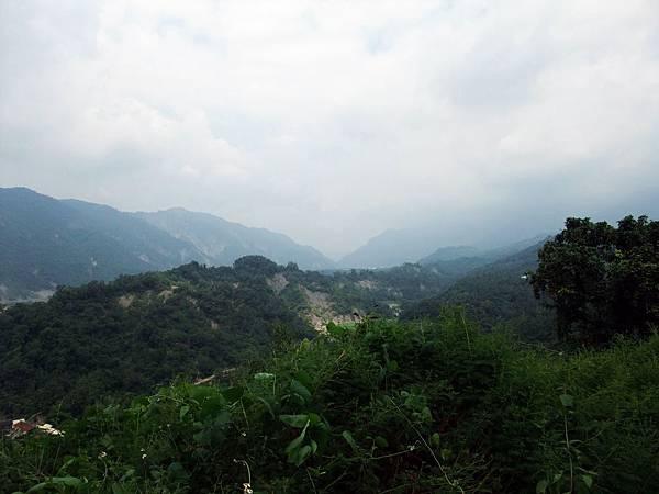 陰雲籠罩的那瑪夏山區