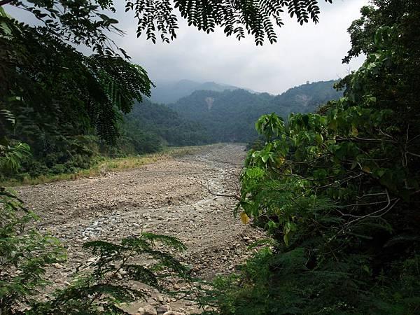 往角埔溪上游望去