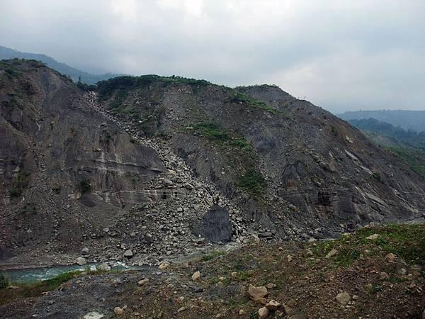 崩塌的山壁