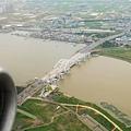 洛東江上有大橋跨越
