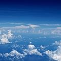 遠方海平線上的積雲