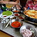 滿桌小菜、部隊鍋
