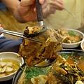 燉煮到軟嫩入味的豬排骨肉