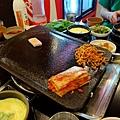 韓國烤肉必備:大石頭烤盤