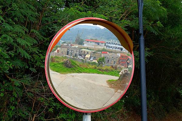 路鏡中的西尾村