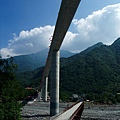 仰望霧台谷川大橋