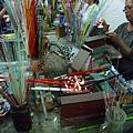 預熱玻璃素材並製作琉璃珠體