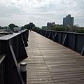 景觀6:鐵橋上,木造地板自行車道