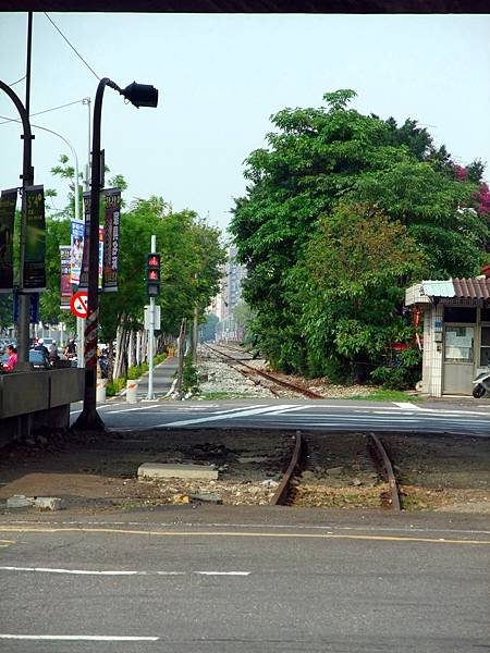 景觀13:鐵軌潛越、列車通行印象