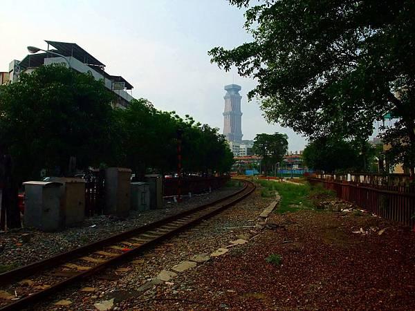 景觀18:憲政路口,鐵道將匯入屏東線
