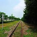 筆直鐵道何處是盡頭?