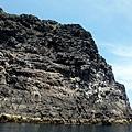 礁岩峭壁聳立