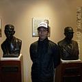 本因坊秀哉(左)與大倉喜七郎(右)雕像