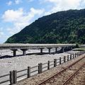 瀧溪出海口,台9線大橋與鐵道並行