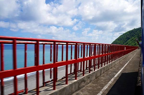 多良車站的紅色欄杆