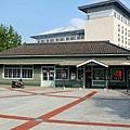 北門車站(後方為新車站大樓)