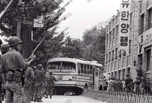 歷史照片:684部隊公車挾持現場