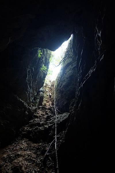 洞穴內往入口看