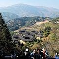 從觀景台俯瞰田螺坑土樓群