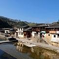 塔下村河岸一景