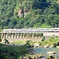 宜蘭線上有火車奔馳