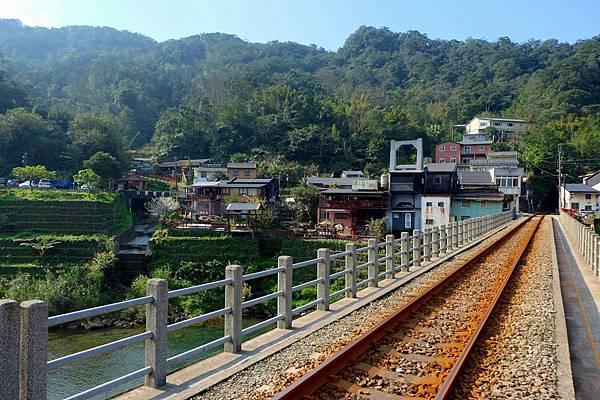 鐵路橋上看三貂村河谷風景