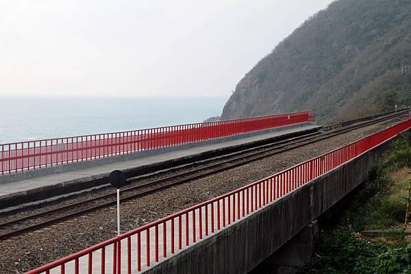 多良車站的紅欄杆