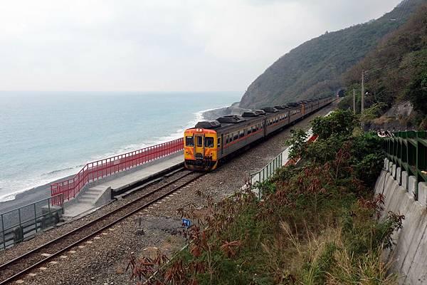 紅欄杆歡迎列車進站