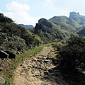 仰望無耳茶壺山頂上的巨岩