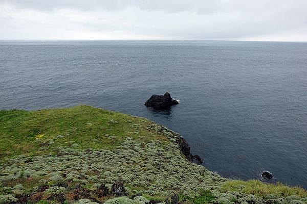 南方沿海有孤礁一座