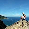 山海瀑布觀景巨岩上留影