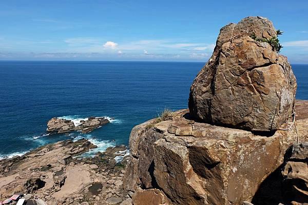 巨岩與湛藍海景