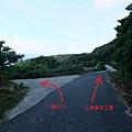 途中遇叉路往左繼續前進溪仔口