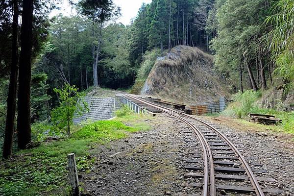 修建中的鐵路橋梁