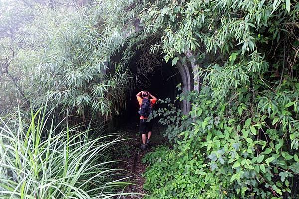 進入第1號隧道