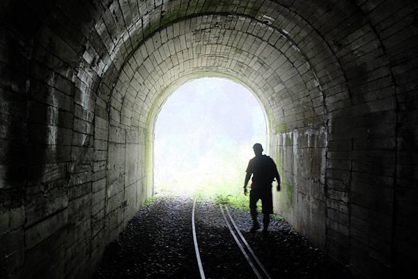 走出第1號隧道