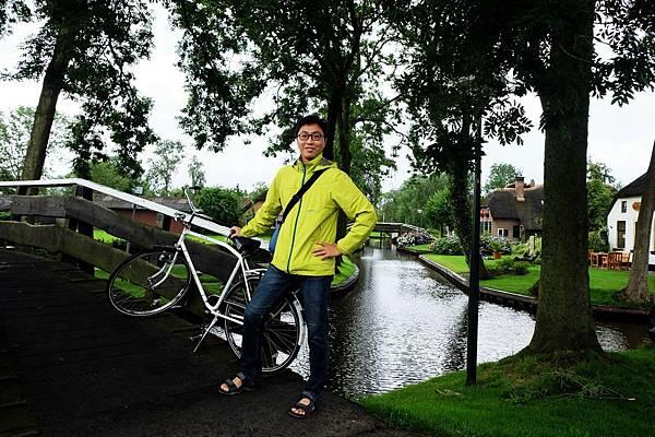 騎腳踏車悠遊羊角村